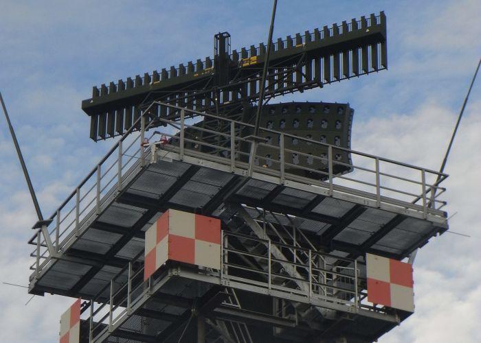 HENSOLDT verbessert Flugsicherung auf deutschen Fliegerhorsten – 17. ASR-Radar ausgeliefert
