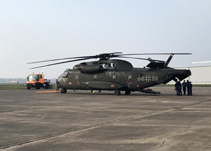 Projektstart erfolgreich: Rheinmetall übernimmt die ersten beiden Transporthubschrauber CH-53G der Luftwaffe am Standort Diepholz zur Wartung