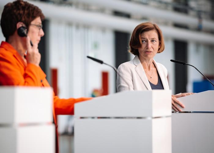 Verteidigungsminister von Deutschland und Frankreich besuchen Airbus in Manching